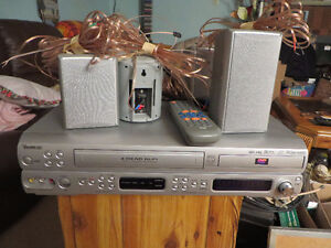 Venturer DVD/VCR/FM RTS2629 Player with Surround Sound