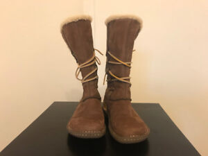Brand New UGG Boots Girls Size 5 - Awesome Xmas Gift!