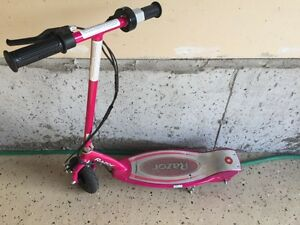 E100 Razor Electric Scooter with Charger