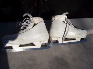 Size 9 1/2 CCM Pump Used Goalie Skates Windsor Region Ontario image 2