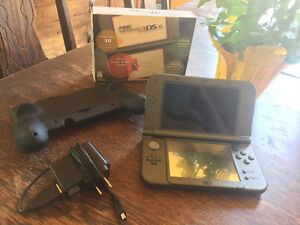"""NEW"" NINTENDO 3DS XL W/ 4GB SD CARD, CHARGER & CYBER GRIP"