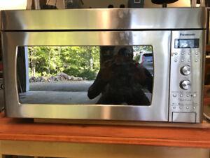 Micro-ondes Panasonic en Stainless steel avec hotte intégrée