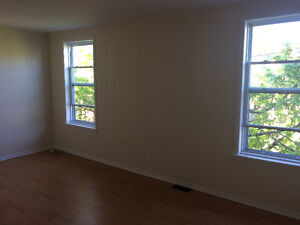 Bright 2 bed upper flat June 1 $950 on trendy Agricola Street