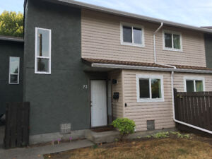 Townhouse in Parklike Setting For Rent-Oct 1
