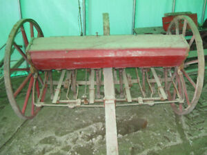 Machine agricole antique.