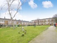 3 bedroom flat in Candy Street, Bow E3