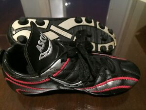 Great Shape Ascot Junior Soccer Cleats Size 2.5 USA