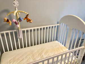 Baby crib, includes musical box mobile and mattress protector
