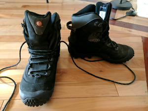 Womens winter hiker boot. Size 6. Asking $70 obo.