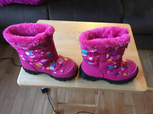 Girls size 13 boots winter in new condition.