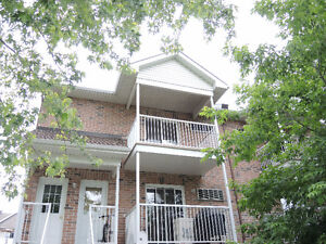 Large apartment for rent 3 bedrooms July 1st, Hull Plateau