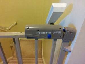 Evenflo Secure Step Top of Stairs Gate Kitchener / Waterloo Kitchener Area image 2