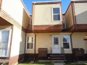 Well Maintained 3 Bedroom Condo close to Parks in Edson!