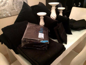 Bed Bath and Beyond Quality Black Bedding (Queen size)