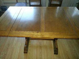 Solid Oak Wood table and 6 Chairs - Excellent condition