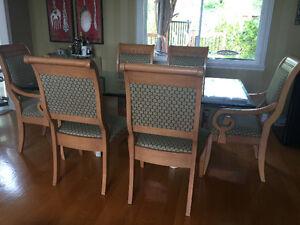 Beautiful hard Wood chairs (6chairs)