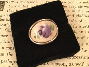 Charming vintage Coventry handpainted porcelain ring