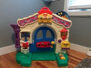 Maison musical Fisher Price.  $25