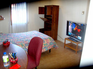 ▌►WI-FI*ROOM ► BRIGHTY * QUIET ** LACHINE ►ALL INCLUD.►►