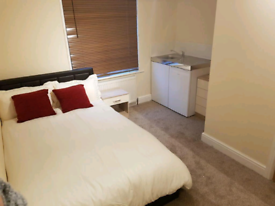 Ensuite room available now HA3