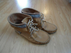 Laurentian Chief Canadian Made Moccasin Booties - Sz 7 (fit Big)