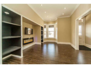 Beautifully Renovated 2 Storey House for Rent!!Private Parkings