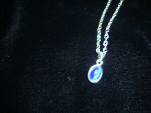 Oval chain necklace with small oval pendant