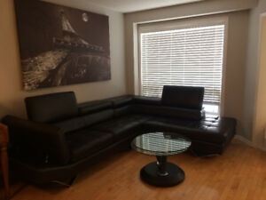 BEAUTIFUL BLACK LEATHER SECTIONAL SOFA / COUCH SET