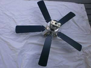 Ceiling Fan, 17inch blades, with three lights, excellent cond