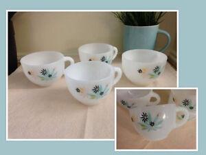 4 Tasses Milk Glass vintage #250