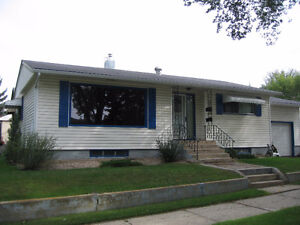 Centrally located Bsmt Suite with Garage in SE Neighborhood