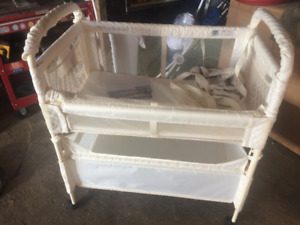 Co-sleeper — Arm's Reach Clear-Vue Co-Sleeper GREAT CONDITION