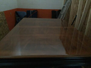 Excellent condition Dining Room Table and Chairs