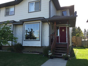 Duplex for sale in Drayton Valley!!