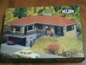 HO scale Heljan Bungalow for electric model trains