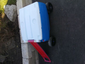 4 wheel cooler/ ice chest