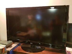 "55"" LG LCD HDTV"