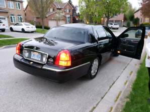 2011 Lincoln towncar ( certified)