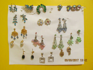 SEVERAL PIECES OF VINTAGE AND ANTIQUE JEWELLERY IN NEW CONDITION