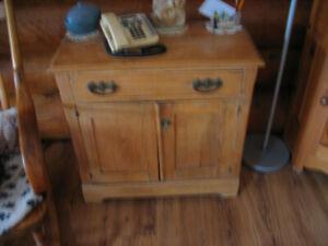 Antique petit meuble