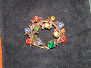 Vintage Multi-Colour Stone Brooch on Embossed Gold Tone