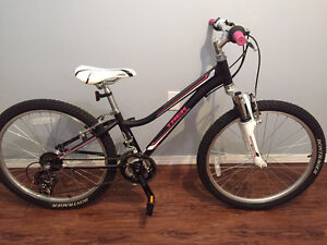 "Girls Trek MT220 mountain bike 24"" wheels"