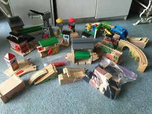 HUGE Wooden Thomas The Train Buidling Track Lot