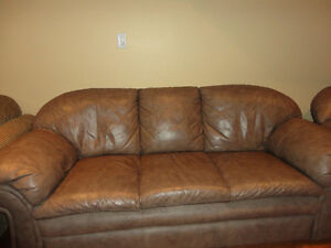 Sofa and Love seat Leather in Very Good Condition