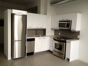 **KING EAST 1 BEDROOM BEAUTIFUL CONDO - CN TOWER VIEW!!!**