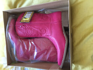 BRAND NEW Size 7 Cowgirl Boots and Beautiful Belt!