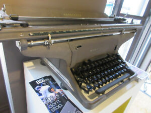 VINTAGE TYPEWRITERS YESTERDAYS KEYBOARDS!