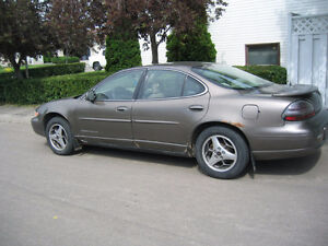 2000 Pontiac Grand Prix SE with Aftermarket stereo/LOW PRICE