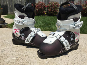 Girls Salomon T2 Ski Boots