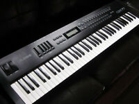 ALESIS QS7.1,  64 voice Synthesizer
